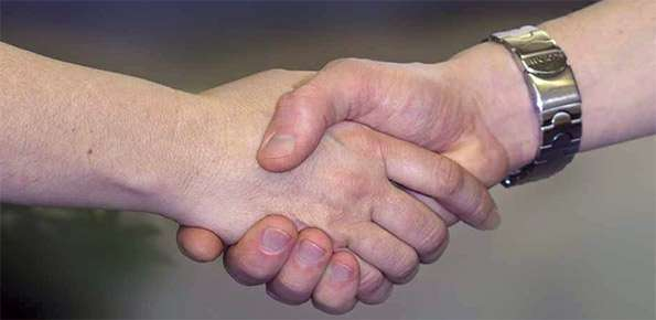 mani-aiutare-ospedale-oss