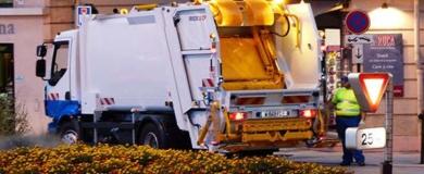 pulizia strada operatore ecologico