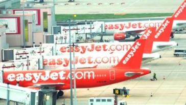 easyjet aerei aeroporto