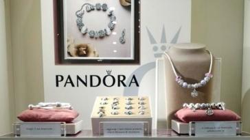 pandora gioielli negozio